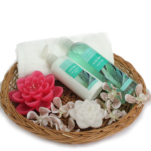 Flat 20% off on Love Spa Hamper