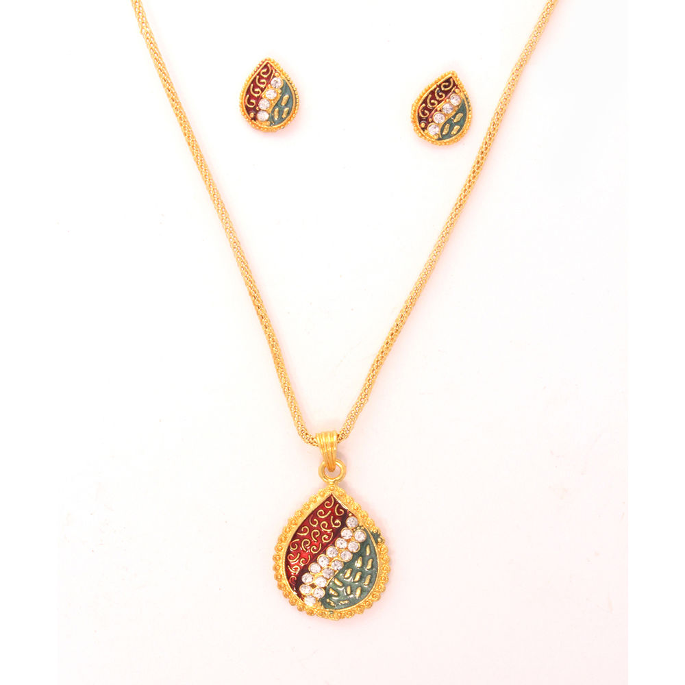 Vendee Pendant Set at Rs.449