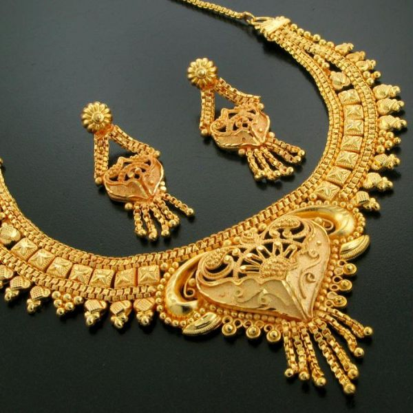 Gold Forming Necklace at Rs.299