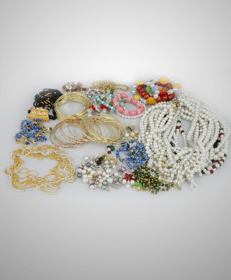 100 Pcs Jewelry Combo at Rs.1672