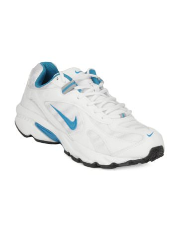 Nike Sports shoes at Rs.2895