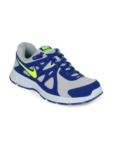 Nike Revolution Sports Shoes at Rs.3071