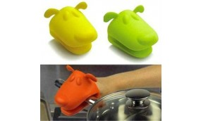 Set of 2 animal shaped silicon gloves at Rs. 699 only