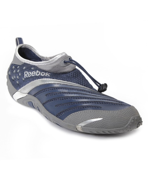 Reebok Sports Shoes at Rs.1967