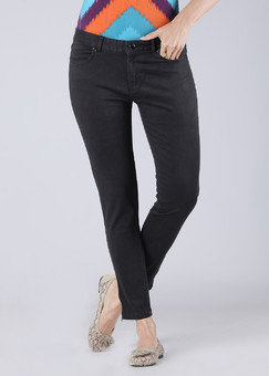 Women's Jeans at Rs.1091