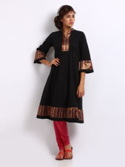Women Black Kurta at Rs.1039