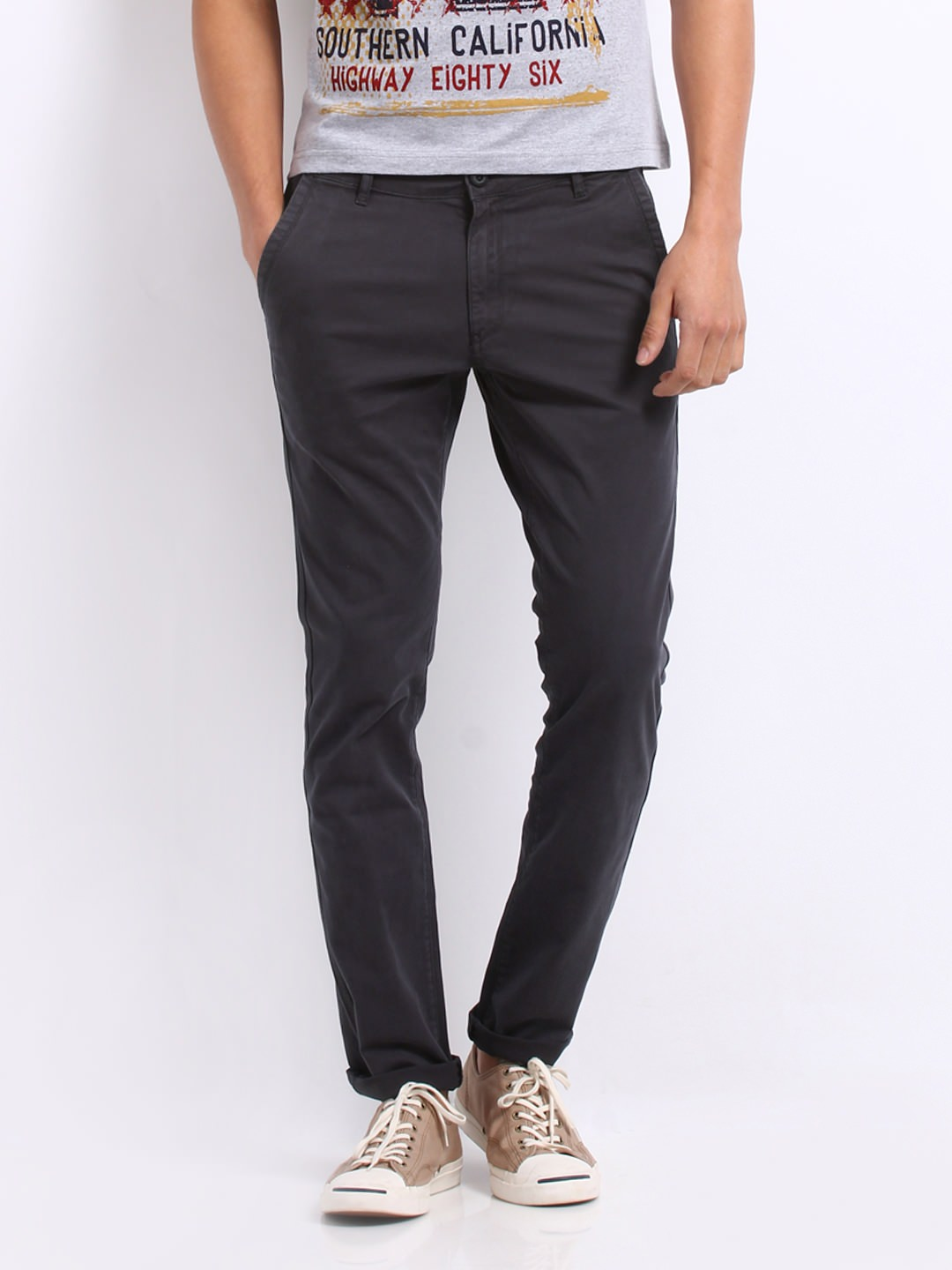 Roadster men charcoal grey Belgian Slim fit chino trousers at Rs.1199