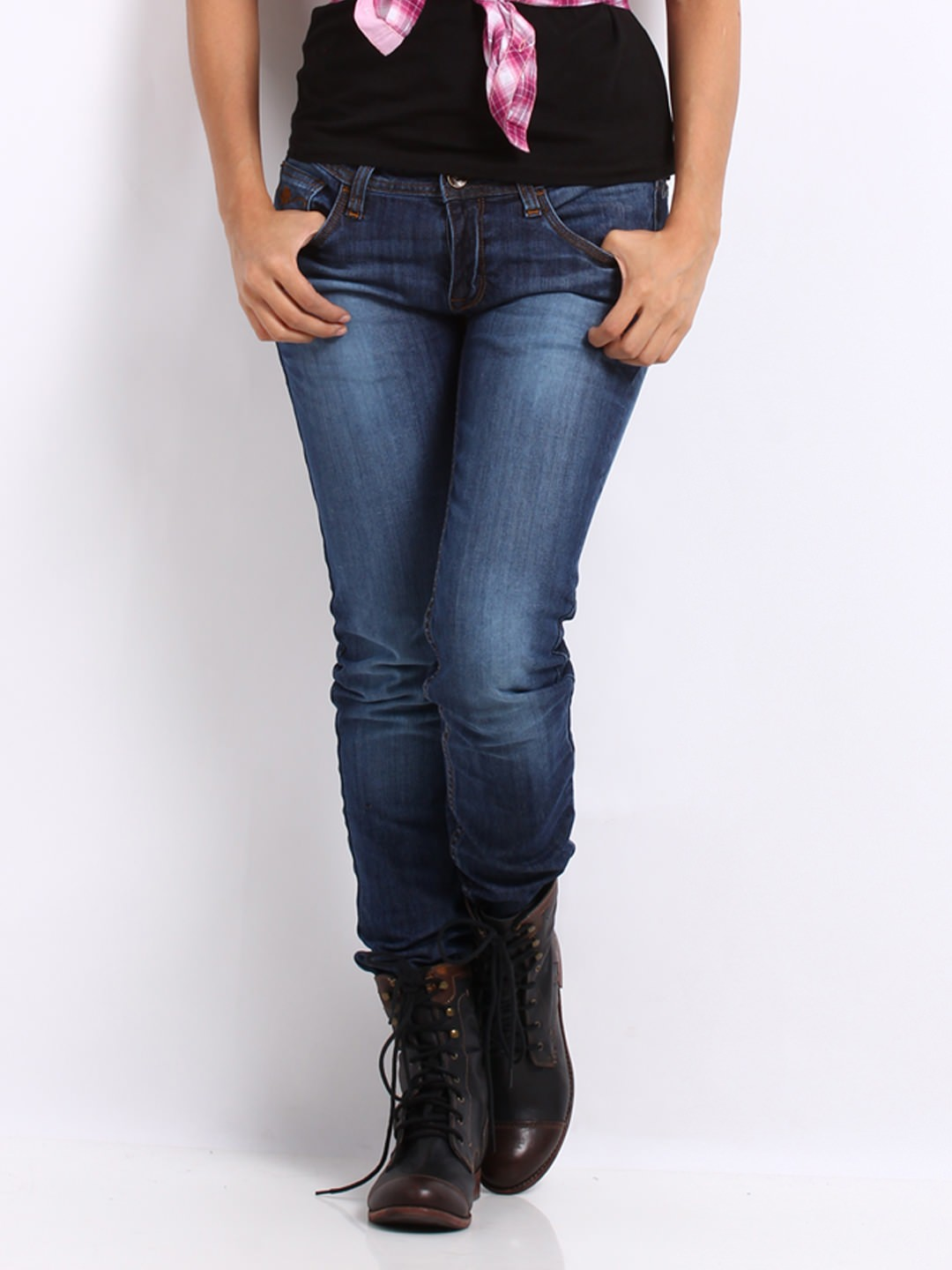 Buy Roadster women blue slim fit jeans at Rs.979