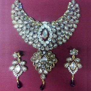 Buy Mallika Necklace Set at Rs.1450