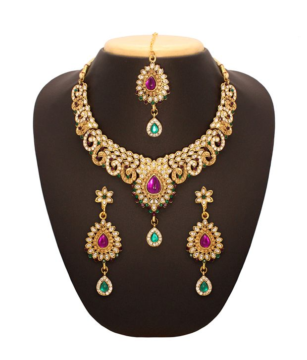 Buy Vendee Charming Necklace at Rs.879